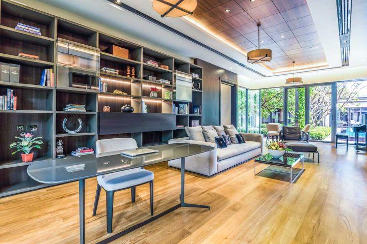 Intelligent interior lighting with controls