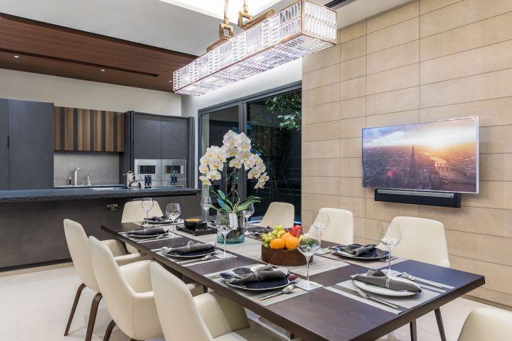 Dinning room TV installation